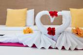 White swans made from towels on bed in the hotel — Stock Photo
