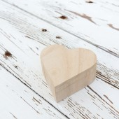 Heart wooden box on white wood background — Stock fotografie