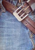 Niebieskie dżinsy z brązowy skórzany Pas — Zdjęcie stockowe