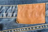 Kahverengi deri etiket kot üzerinde — Stok fotoğraf