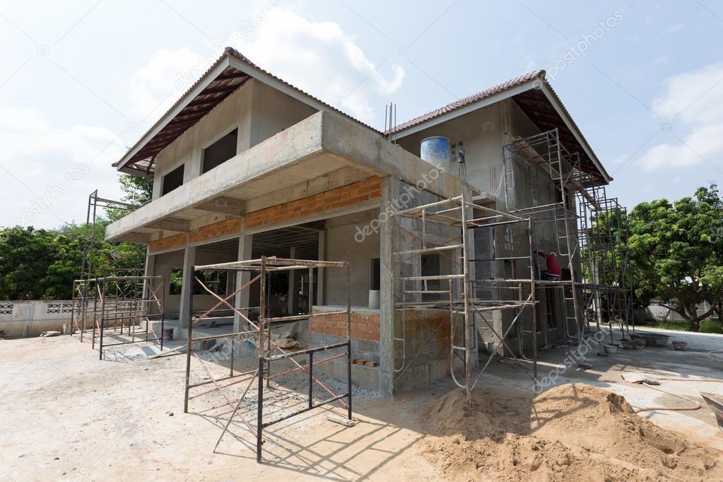 casa de construccin residencial con acero de andamio para el trabajador de la construccin del edificio u foto de sutichak