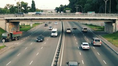 Traffic on the road — Stock Video