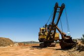 Abandoned excavator — ストック写真