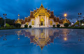 Beautiful Thai Temple, Marble Temple at twilight with water relfection — Stock Photo