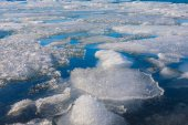 Frozen lake locate in Jokulsarlon glacier — Stock Photo