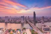Beautiful sky of Chao Phraya river after sunset — Stock Photo