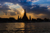 Silhouette of Wat Arun Temple — Stock Photo