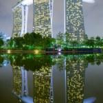 SINGAPOREMAY 23 : Night Marina Bay Sands Resort Hotel on May 23 2015 in Singapore. — Stock Photo #74137689