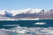 Jokulsarlon lake with iceberg with mountain snow — Stock Photo
