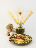 Plate of spaghetti with garlic, oil and chilli — Stockfoto