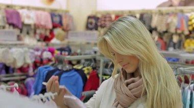 Girl, woman in shop — 图库视频影像
