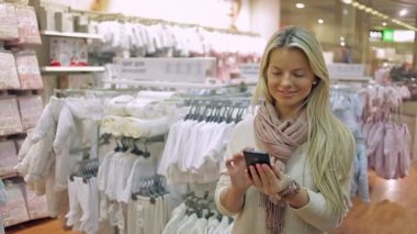 Girl, woman with a smartphone — Vídeo Stock
