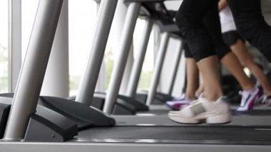 Running on the treademill — Стоковое видео