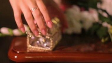 Woman takes out jewelery from the box — Stockvideo