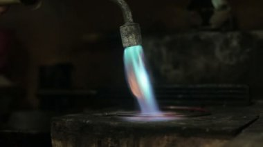 Video footage of melting dowm metal in a Jewelry, metal burn — Stock Video