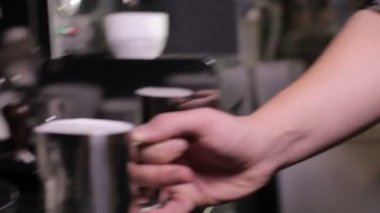 Make coffee in cafe shop, frothed milk — Stock Video