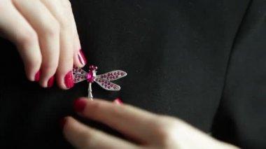 Woman putting on brooch on a black dress, bijouterie, decoration,close up — Vídeo Stock