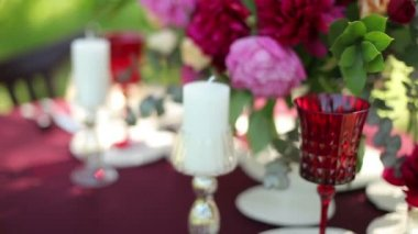 Wedding table decor at the nature with candles, close-up. — Stock Video