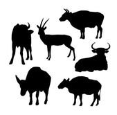 Cow, bull and deer black silhouette on white background. vector — Vector de stock