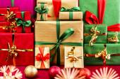 Three Piles of Xmas Gifts in Red, Gold and Green — Stock Photo