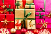 Three Heaps of Christmas Gifts Sorted by Color — Stock Photo