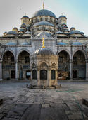 New Mosque Courtyard, Istanbul — Stock Photo