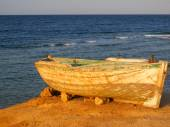 Old Fishing Boat on the beach in Egypt — Photo