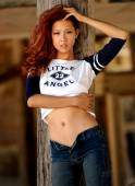 Playboy Model Angela Storms - Little Angel Shirt - Tight Blue Jeans — Stock Photo
