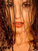 Sexy brünette mit nassen haaren — Stockfoto