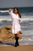 Tanned Brazilian Babe Plays with White Robe on the Beach — Stock Photo