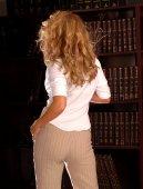 White Top - Tan Pant — Stockfoto