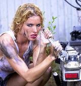Cut Off Tea Shirt - Daisey Duke Cutoffs - Stunning Greased Blonde — Stock Photo