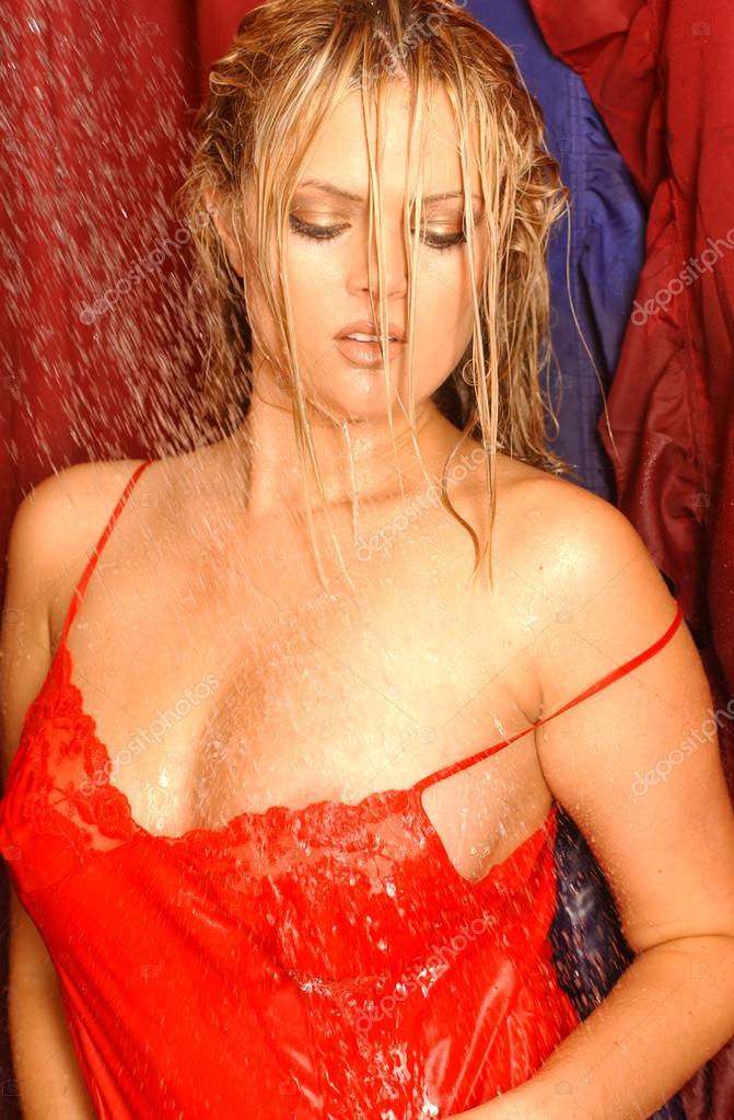 bagnati dai capelli biondo rosso slip surlty bionda immagini stock