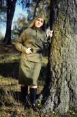 Девочка в униформе красной армии — Стоковое фото