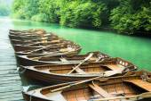 Wooden boats on the beautiful turquoise lake — Zdjęcie stockowe