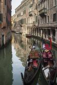 Venetian gondolas at canal, Venice, Italy — Stock fotografie