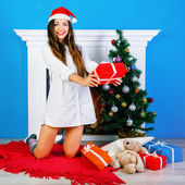 Surprised brunette girl owith her presents — Stock Photo