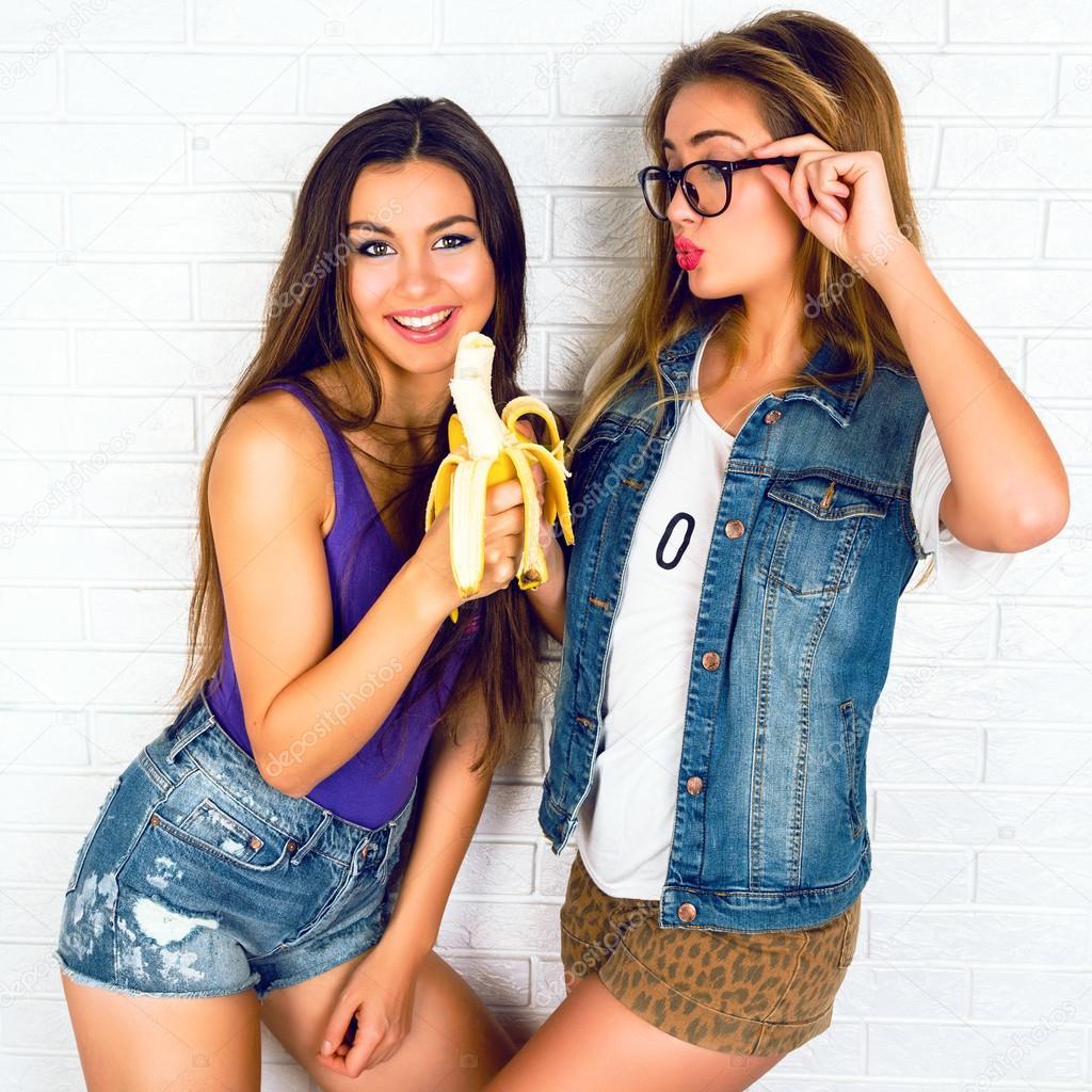naked girls an bananas sex