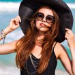 Woman wearing vintage hat and sunglasses — Stock Photo #75374233