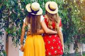Back view of girls at city park — Stock Photo