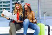 Pretty girls looking to the map — Stock Photo