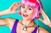 Woman listening her favorite music — Stock Photo
