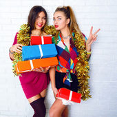 Sisters holding party gifts and presents — ストック写真