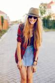 Hipster girl posing on the street — Photo