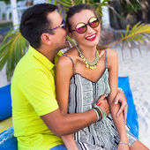 Man tell funny story to his girlfriend — ストック写真