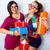 Girls friends holding birthday presents — Stock Photo