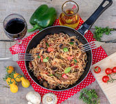 Vegetables, beef and noodles skillet with mushrooms — Stock Photo