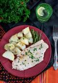 Steamed chicken breasts with potatoes and green beans — Foto Stock