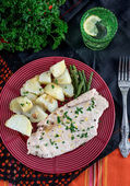 Steamed chicken breasts with potatoes and green beans — Stock Photo
