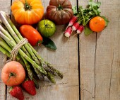 Various vegetables on wooden background — 图库照片
